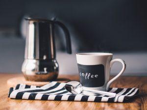Šálky rozhodně patří do vybavení kavárny